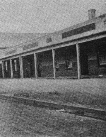 Coxs' Hotel at Jerilderie, where the Kellys imprisoned all and sundry who were there and happened to come along.